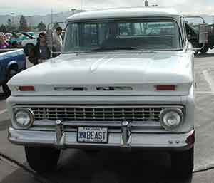 convention-show-white-truck